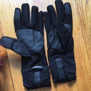 Other - Weatherproof Smartphone Friendly Gloves 🧤
